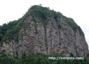 自信がある人になる方法を説明するための巨大岩の画像
